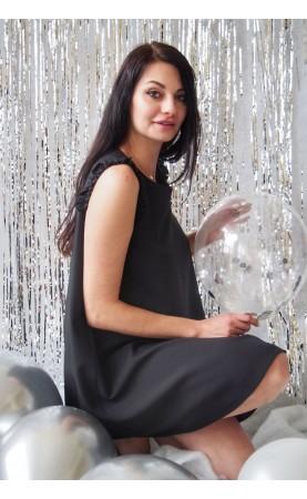 Piękna sukienka w kolorze czarnym do teatru, Stylowe kreacje wizytowe na imprezy firmowe