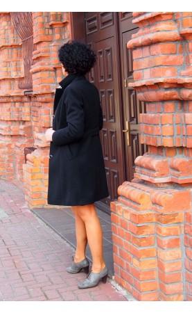 Wizytowy płaszcz damski od Polskiego producenta, Nowoczesne płaszczyki z biżuteryjnymi guzikami od Choice