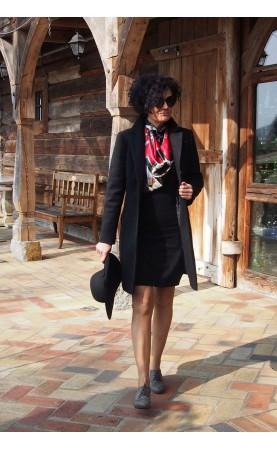 Kobiecy płaszcz na chłodny sezon, Zjawiskowe płaszczyki w kolorze czarnym od Choice