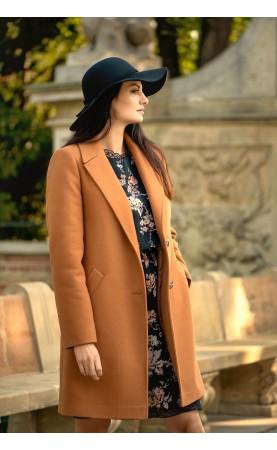 Camelowy płaszczyk o luźnym kroju, Nowoczesne stylizacje na jesień i zimę od Choice