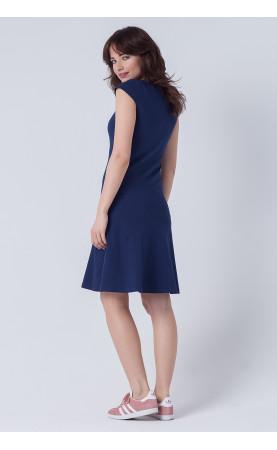 Wyszczuplająca suknia nad kolano, Eleganckie kreacje na imprezy w lecie od Choice