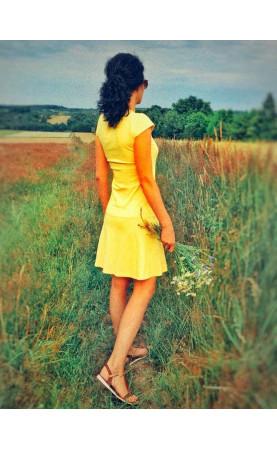 Klasyczna sukienka na wyjścia z koleżankami, Stylowe kreacje o swobodnym kroju od Choice